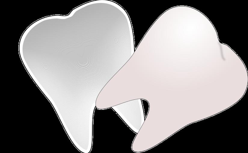 Ładne urodziwe zęby również godny podziwu uroczy uśmiech to powód do dumy.